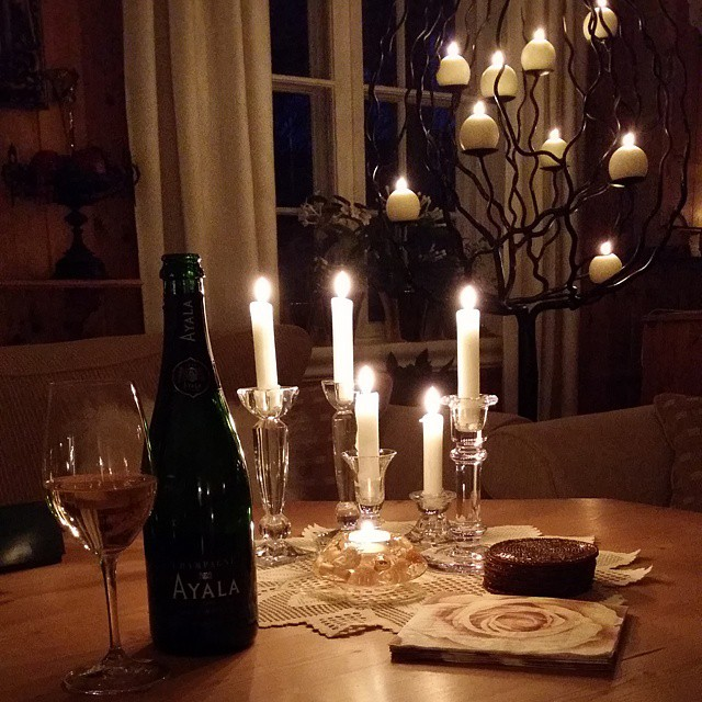 Champagne_and_candlelight_-_ready_for__EarthHour__Cheers___nofilter